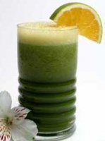Benefícios dos sucos desintoxicantes com couve