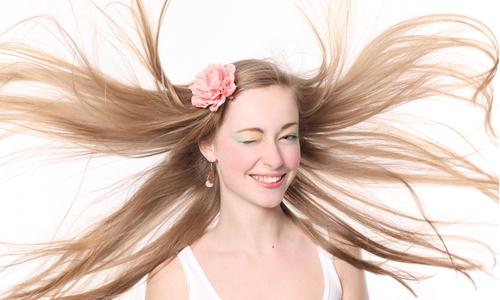 Diminua a queda de cabelo de maneira simples e sem estresse!