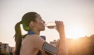 uma boa hidratação ajuda a manter uma boa disposição