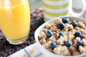 Uma alimentação rica em fibras ajuda a manter o funcionamento regular do intestino