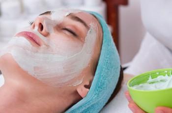 Máscara facial detox para um rosto bonito