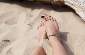 Aprenda a hidratar os pés ressecados e rachados