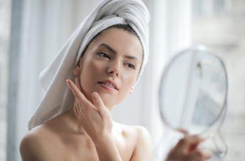 Limpeza de pele: como é feita e benefícios para saúde